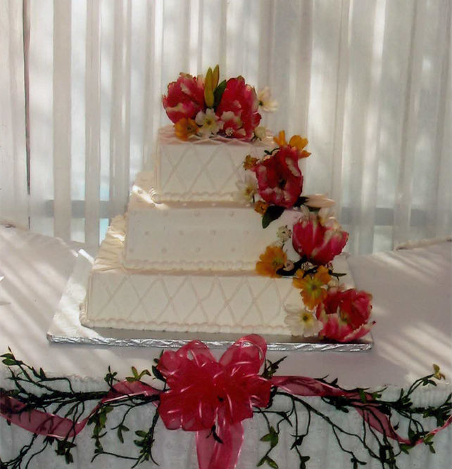 Dolphin Beach Resort - Wedding Cake